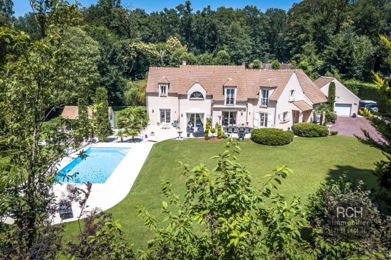 Photos du bien : Hameau de Jouars-Pontchartrain – Belle propriété sur un parc d'environ 9000 m2 avec piscine.