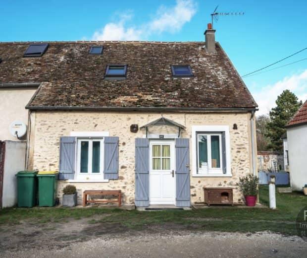 Photos du bien : Exclusivité – Garancières – Charmante maison ancienne en parfait état avec jardin
