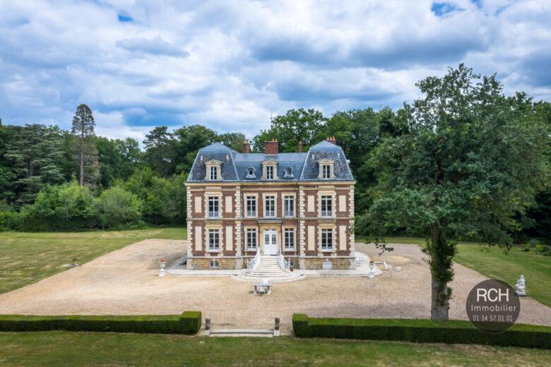 Photos du bien : 8 km de Rambouillet – Magnifique château sur un parc de 9 hectares