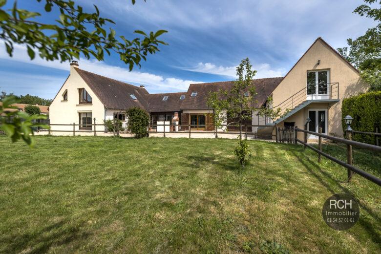 Photos du bien : Le Perray en Yvelines – Belle maison traditionnelle sur terrain de 1,5 hectares