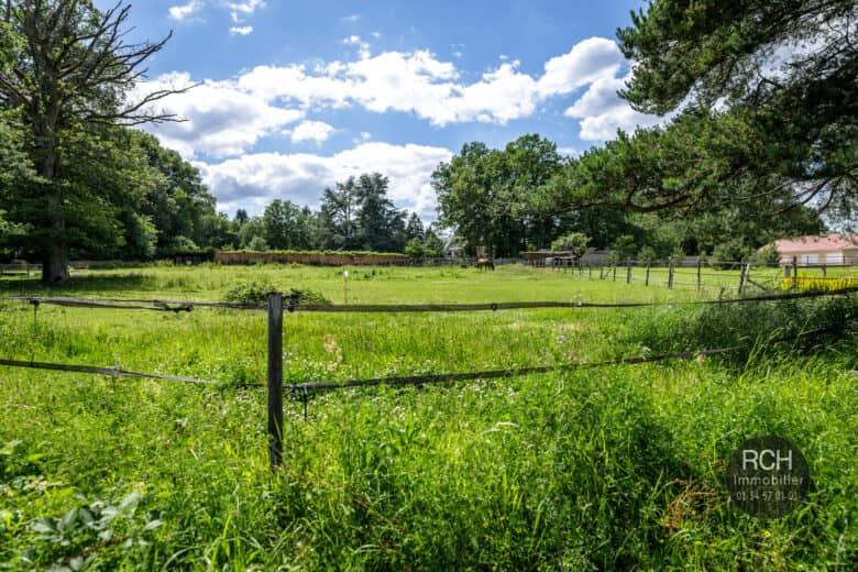 Photos du bien : Poigny-la-Forêt – Terrain de 1937 m2