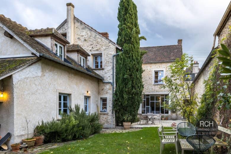 Photos du bien : Seul Mandataire – Galluis – Charmante maison ancienne entièrement restaurée