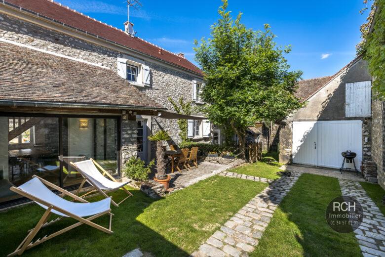 Photos du bien : Exclusivité – Montchauvet – Charmante maison ancienne entièrement restaurée avec goût
