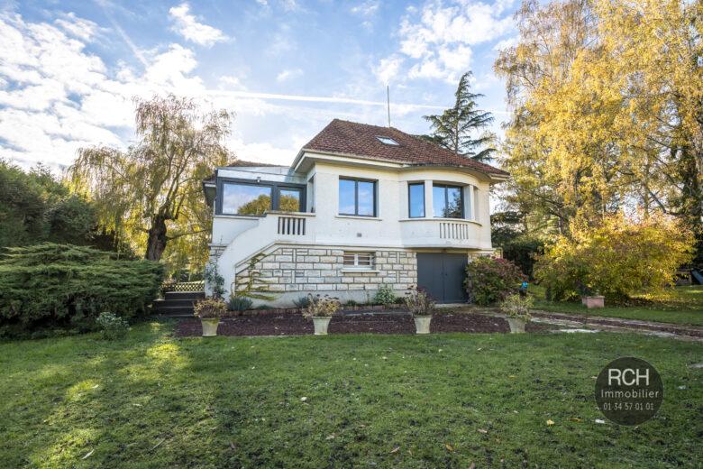 Photos du bien : EXCLUSIVITE – Montfort L'Amaury – Charmante maison entièrement restaurée avec commerces et écoles à pieds