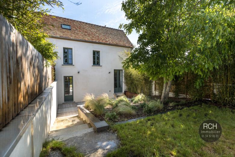 Photos du bien : Exclusivité – Galluis – Charmante maison ancienne entièrement restaurée