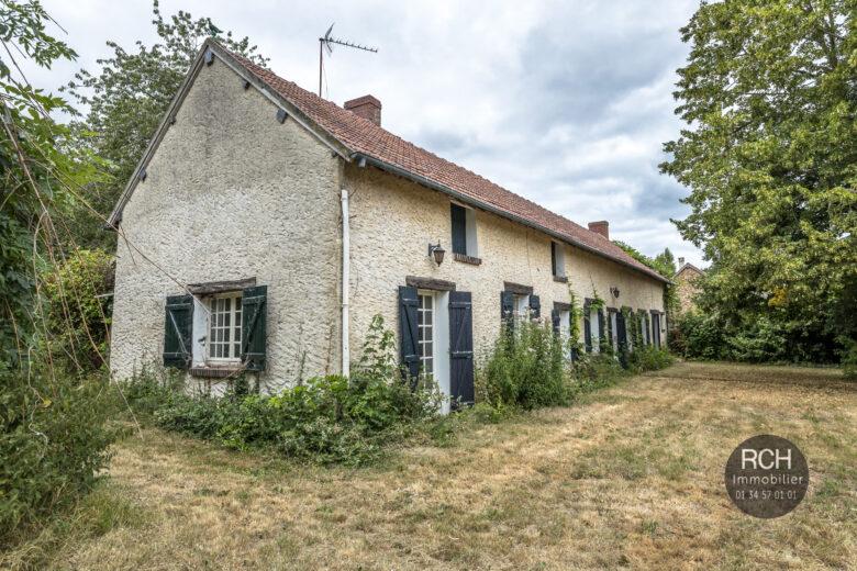 Photos du bien : Grandchamp – Charmante maison ancienne à restaurer avec dépendances