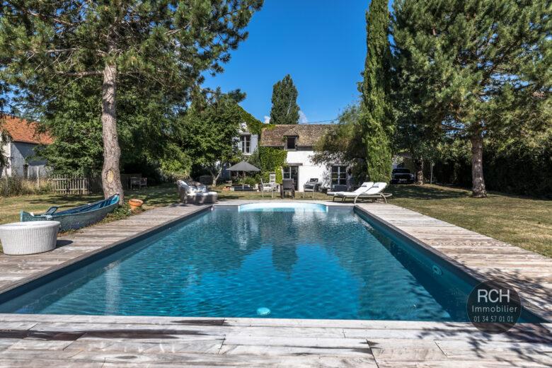 Photos du bien : Villiers-le-Mahieu – Belle maison ancienne avec piscine