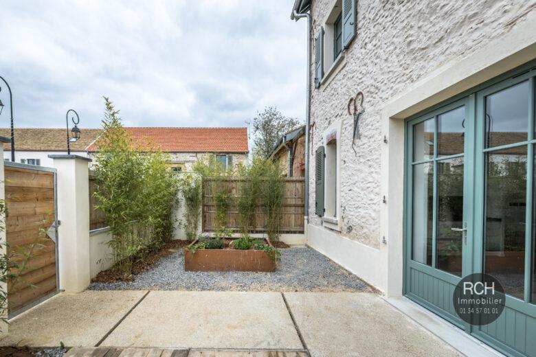 Photos du bien : Exclusivité – Galluis – Charmant appartement entièrement restaurée avec jardin