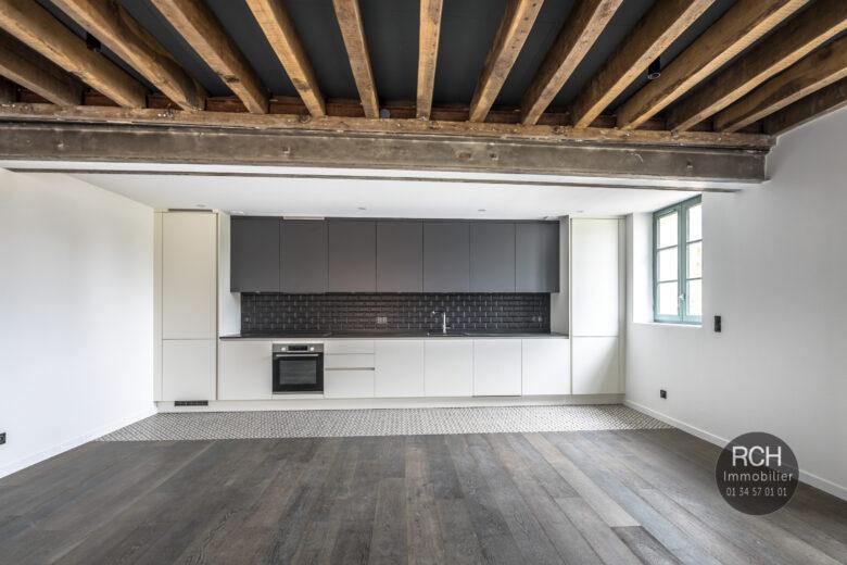 Photos du bien : Exclusivité – Galluis – Charmant duplex entièrement restauré
