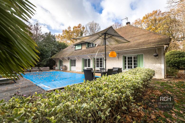 Photos du bien : Gambais – Charmante maison avec piscine et terrain arboré de 6000 m2
