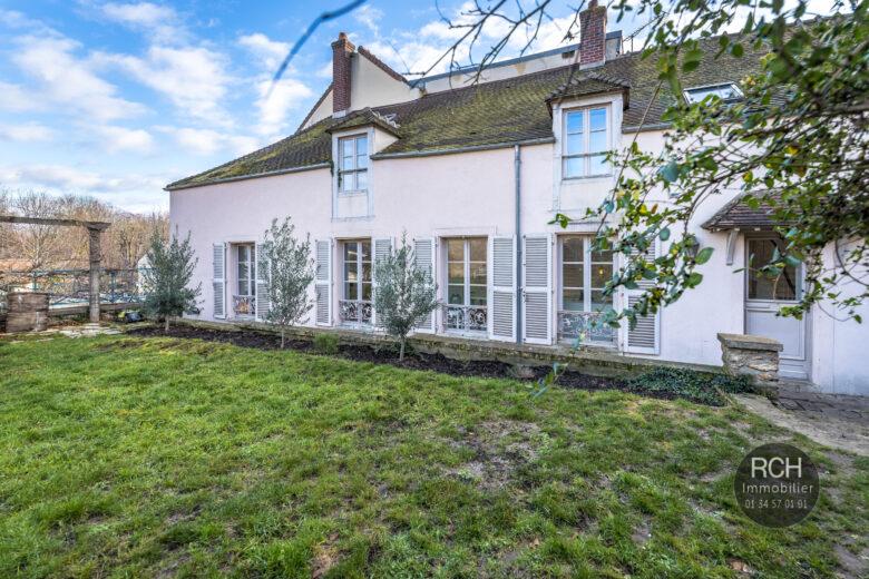 Photos du bien : Exclusivité – Montfort-L'Amaury centre – Charmante maison ancienne entièrement restaurée