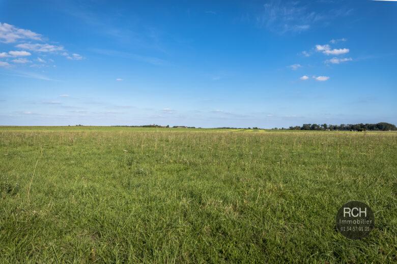 Photos du bien : Civry-la-Forêt – Terrain à bâtir de 1787 m2