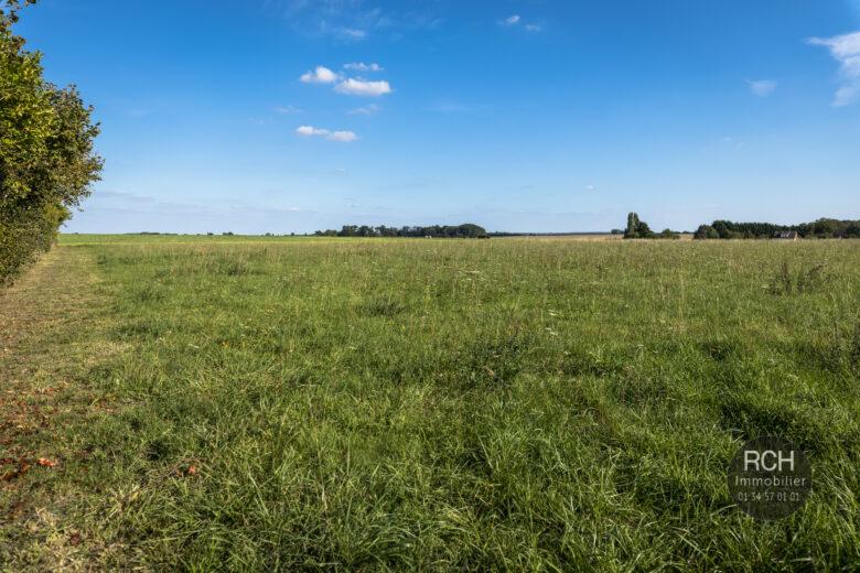 Photos du bien : Civry-la-Forêt – Terrain à bâtir de 989 m2