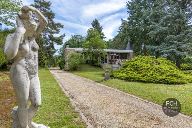 Photos du bien : Adainville – Dans un environnement exceptionnel maison des années 50 avec piscine et dépendance