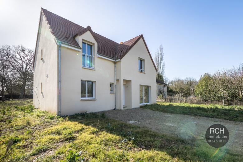 Photos du bien : Exclusivité – La Hauteville – Jolie maison de 2020  dans un superbe environnement
