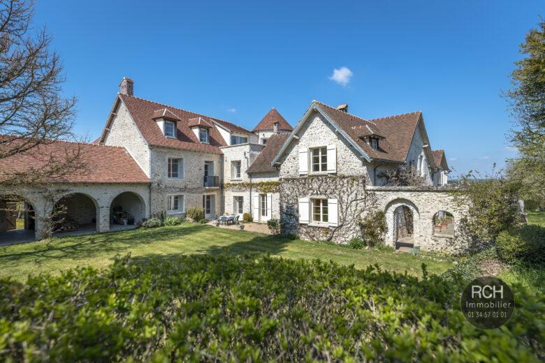 Photos du bien : Saint-Lubin de la Haye – Ancien prieuré du XVè siècle sur un joli parc