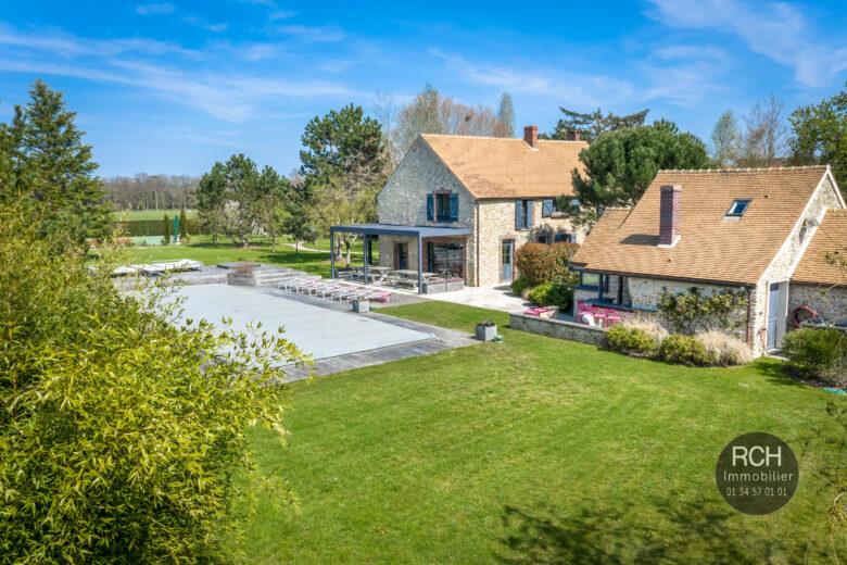 Photos du bien : Adainville – Très belle propriété ancienne avec piscine, sauna et tennis