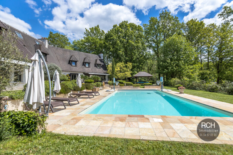 Photos du bien : Bazoches-sur-Guyonne – Belle propriété parfaitement rénovée avec piscine chauffée