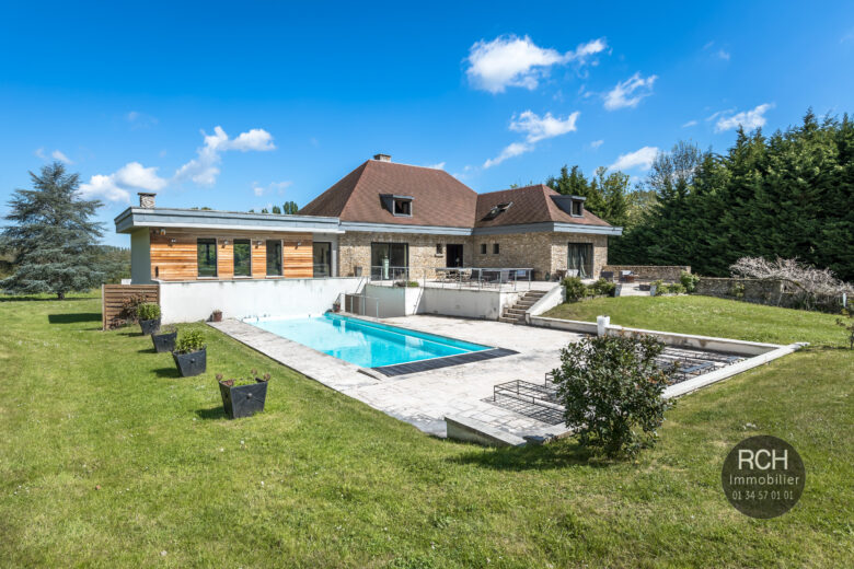 Photos du bien : Galluis – 3 minutes de Montfort – Magnifique propriété contemporaine avec piscine