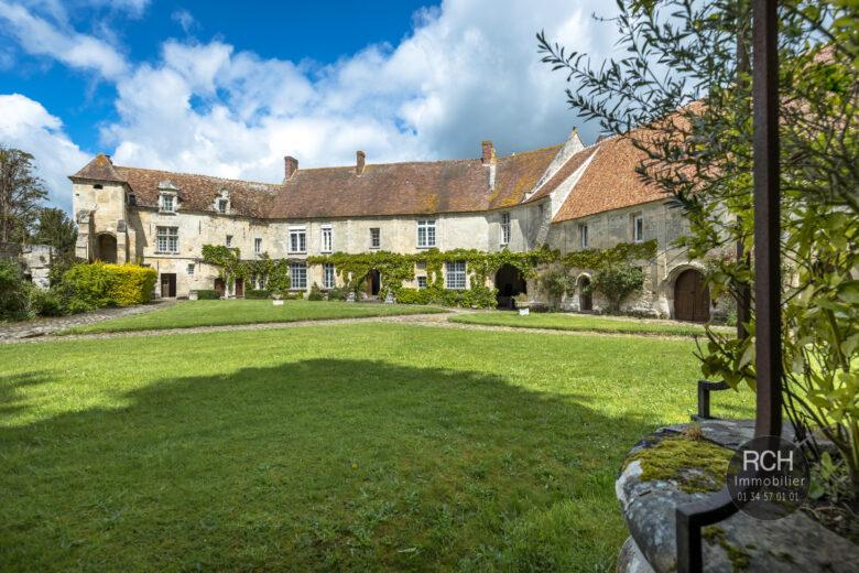 Photos du bien : Moussy – Parc régional du Vexin – Magnifique château classé avec ses dépendances dans un parc paysagé de 12000 m2