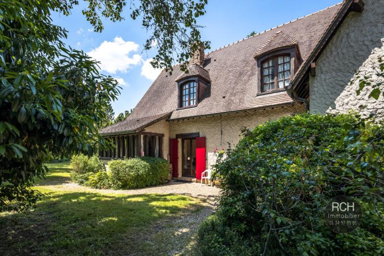 Photos du bien : Courgent – Maison traditionnelle avec piscine dans un bel environnement