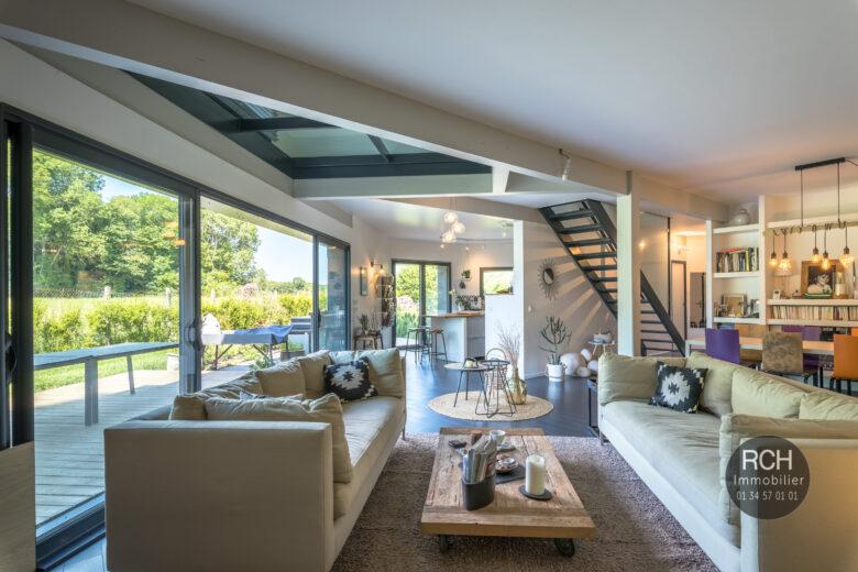 Photos du bien : Crespières – Dans un magnifique environnement très belle maison passive atypique