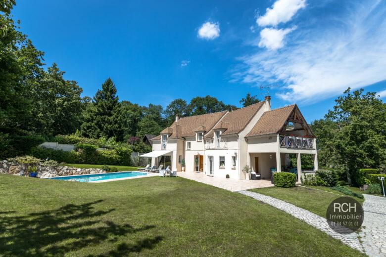 Photos du bien : Exclusivité – Méré – Très belle maison avec piscine dans un superbe environnement
