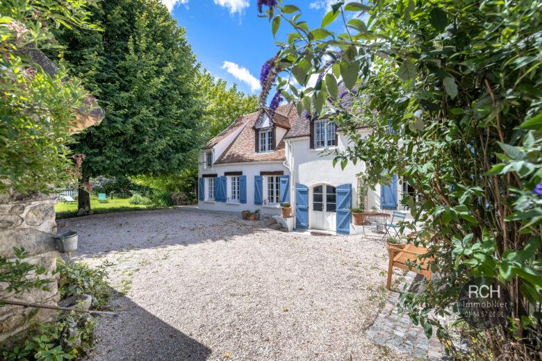 Photos du bien : Auteuil-Le-Roi – Très jolie maison ancienne entièrement rénovée en plein coeur de village