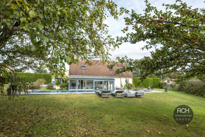 Photos du bien : Exclusivité – Grosrouvre – Maison contemporaine avec piscine à débordement sur un beau terrain