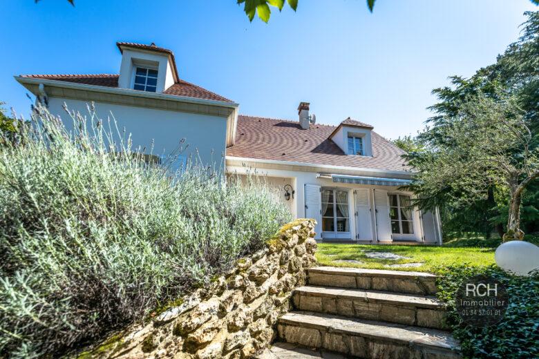 Photos du bien : Les Mesnuls – Très jolie maison dans un bel environnement