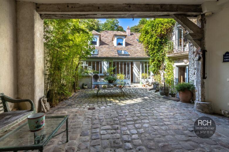 Photos du bien : Montfort l'Amaury hyper centre – Belle propriété ancienne rénovée avec goût