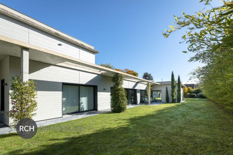 Photos du bien : Montfort-L'Amaury centre – Magnifique propriété contemporaine avec piscine couverte