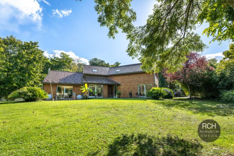 Photos du bien : Thiverval-Grignon – Maison contemporaine en bois dans un très bel environnement